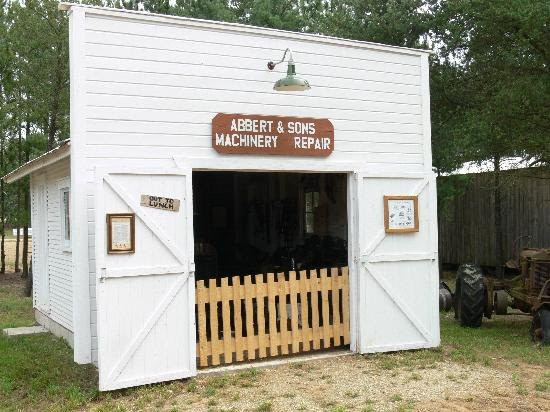Picture of the front of Abbert and Sons Machinery Repair Shop at the Michigan FlyWheelers - What to do in South Haven